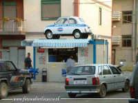 Parcheggio abusivo. Esisteranno problemi di parcheggio in un paese piccolo come Nissoria? Addirittura si arriva a posteggiare sopra i chioschi dei bar?  - Nissoria (7304 clic)