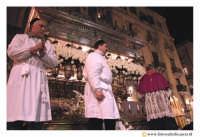 Catania: Festa di Sant'Agata. 5 Febbraio 2005: Festa della Patrona di Catania, Sant'Agata. Via Etnea. La vara della Santa in processione.  - Catania (2225 clic)