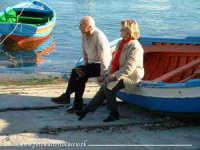 Riflessione. Una coppia di anziani, riflette osservando il mare di Mondello.  - Mondello (18341 clic)