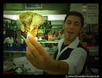 Bronte: Sagra del Pistacchio. Cono gelato al pistacchio.  - Bronte (9347 clic)