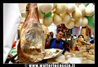 Bronte. Sagra del Pistacchio di Bronte. Edizione 2007. I salumi e i formaggi locali. Foto Walter Lo Cascio www.walterlocascio.it  - Bronte (1869 clic)
