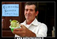 Bronte. Sagra del Pistacchio di Bronte. Edizione 2007. Buonissima coppetta di gelato al pistacchio. Specialita' tipica di Bronte... da non perdere..... Foto Walter Lo Cascio www.walterlocascio.it  - Bronte (2932 clic)