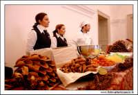 Caltanissetta. Cannoli siciliani freschi.  MOStra del dolce e del torrone al Palazzo Moncada a Caltanissetta.  - Caltanissetta (6544 clic)