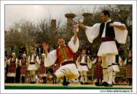 Agrigento. Festa del Mandorlo in fiore. Edizione 2006. Gruppi folkloristici si esibiscono durante la premiazione.   - Agrigento (1819 clic)