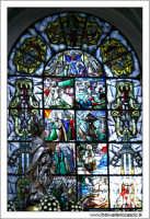 Caltanissetta. Cattedrale Santa Maria LA Nova. Interno. Vetrata nella navata laterale destra.  - Caltanissetta (2784 clic)