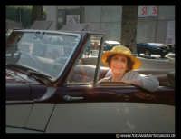 Signora alla guida della sua auto d'epoca alla TARGA FLORIO. PALERMO Walter Lo Cascio