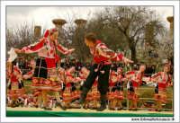 Agrigento. Festa del Mandorlo in fiore. Edizione 2006. Gruppi folkloristici si esibiscono durante la premiazione.   - Agrigento (1796 clic)