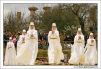 Agrigento. Festa del Mandorlo in fiore. Edizione 2006. Gruppi folkloristici si esibiscono durante la premiazione.   - Agrigento (1516 clic)