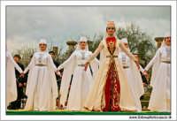Agrigento. Festa del Mandorlo in fiore. Edizione 2006. Gruppi folkloristici si esibiscono durante la premiazione.   - Agrigento (1436 clic)