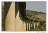 Caltanissetta. Valle dell'Imera. Viadotto nei pressi di Capodarso.  - Caltanissetta (4956 clic)