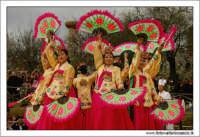 Agrigento. Festa del Mandorlo in fiore. Edizione 2006. Gruppi folkloristici si esibiscono durante la premiazione.   - Agrigento (1401 clic)