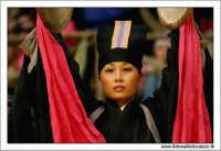 Agrigento. Festa del Mandorlo in fiore. Edizione 2006. Gruppi folkloristici si esibiscono durante la premiazione.   - Agrigento (1378 clic)