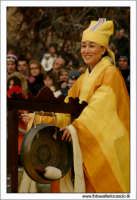 Agrigento. Festa del Mandorlo in fiore. Edizione 2006. Gruppi folkloristici si esibiscono durante la premiazione.   - Agrigento (1403 clic)