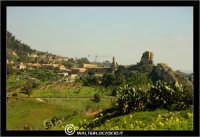 Caltanissetta. Panorama di Caltanissetta vista della Contrada Santa Lucia. Sullo sfondo il castello di Pietrarossa.  - Caltanissetta (4503 clic)