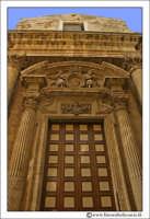 Siracusa: Ortigia - Chiesa del Collegio. Particolare del portale d'entrata.  - Siracusa (2325 clic)
