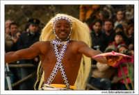 Agrigento. Festa del Mandorlo in fiore. Edizione 2006. Gruppi folkloristici si esibiscono durante la premiazione.   - Agrigento (1515 clic)