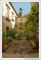 Siracusa: Ortigia - Un cortile interno di un nobile Palazzo del centro storico di Ortigia.  - Siracusa (4030 clic)