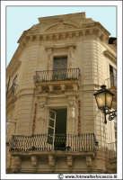 Siracusa: Ortigia - Imponente palazzo nei pressi di Via delle Maestranze.  - Siracusa (1859 clic)