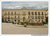 Siracusa: Ortigia - Piazza Archimede con al centro la Fontana di Diana.  - Siracusa (2220 clic)