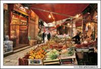 Palermo.  Antico mercato storico della VUCCIRIA. Bancarelle di frutta e verdura #1  - Palermo (5063 clic)