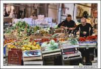 Palermo.  Antico mercato storico della VUCCIRIA. Bancarelle di frutta e verdura #3  - Palermo (5590 clic)