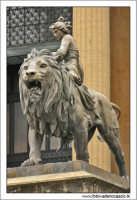 Palermo. Teattro Massimo. Il leone bronzeo. PALERMO Walter Lo Cascio