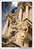 Siracusa: Ortigia -  IL DUOMO. Statua di San Paolo (lato DX) opera dello scultore palermitano Ignazio Marabitti (1757).   - Siracusa (2731 clic)