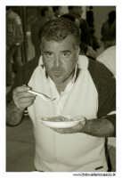 Agira: 16 Ottobre 2005. Ente Fiera. Prima Sagra del Coniglio selvatico. Degustazione di maccheroni e coniglio selvatico. #11  - Agira (1995 clic)