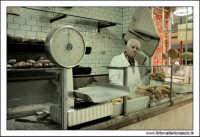 Palermo.  Antico mercato storico della VUCCIRIA. La Boulangerie. La panetteria. Un antico forno al