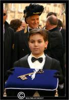 Caltanissetta. Capitano della Real Maestranza. Settimana Santa a Caltanissetta. Mercoledi' Santo a Caltanissetta. Il Capitano della Real Maestranza. Il Bambino tiene le chiavi della Citta'.  - Caltanissetta (2956 clic)