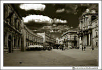 Siracusa - Ortigia: Piazza Duomo. Visione d'insieme. #3  - Siracusa (2198 clic)
