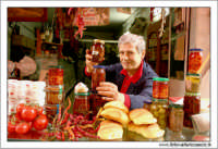 Palermo.  Antico mercato storico della VUCCIRIA. Prodotti sottolio: Olive, funghi, pomodori secchi... #1  - Palermo (4217 clic)
