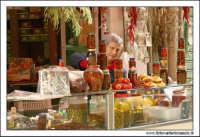 Palermo.  Antico mercato storico della VUCCIRIA. Prodotti sottolio: Olive, funghi, pomodori secchi... #2  - Palermo (3109 clic)
