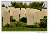 Agira: Cimitero Canadese. Le lapidi dei morti in guerra.  - Agira (2709 clic)