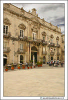 Siracusa - Ortigia: Palazzo beneventano del Bosco Secolo XVIII in Piazza Duomo.  - Siracusa (2795 clic)