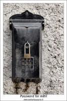 Agira. Scorcio delle stradine dell'antico quartiere Rocche. Password for M@il  - Agira (1810 clic)