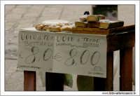 Palermo.  Antico mercato storico della VUCCIRIA. Bancarella con Uovo di Tonno. Bottarga.  - Palermo (4444 clic)