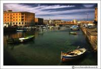 Siracusa - Ortigia - Lungomare: Imbarcazioni nel Canale di Ortigia.  - Siracusa (2837 clic)