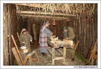 Agira. Natale 2005. Il presepe vivente ad Agira, organizzato dall'Associaizone AMICI DEL PRESEPE. La bottega del falegname.  - Agira (2493 clic)