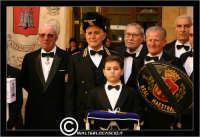 Caltanissetta.  Mercoledi' Santo a Caltanissetta. Foto di gruppo con il Capitano della Real Maestranza. Alcuni rappresentanti delle maestranze.  - Caltanissetta (2909 clic)