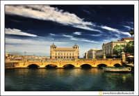 Siracusa - Ortigia - Lungomare: Ponte di collegamento ad Ortigia. Sullo sfondo il Palazzo delle Poste.  - Siracusa (6562 clic)