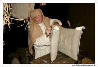 Agira. Natale 2005. Il presepe vivente ad Agira, organizzato dall'Associaizone AMICI DEL PRESEPE. La bottega dell'artigiano delle selle.  - Agira (1590 clic)