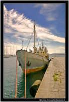 Siracusa - Ortigia - Lungomare: Una vecchia imbarcazione ormeggiata. #2  - Siracusa (2084 clic)