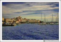 Siracusa - Ortigia - Lungomare: Panorama del centro storico di Ortigia dal mare.  - Siracusa (5493 clic)