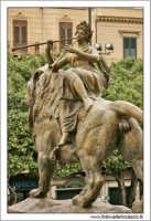 Palermo.  Tetro Massimo. Il leone bronzero di Sinistra. PALERMO Walter Lo Cascio