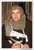 Agira. Natale 2005. Il presepe vivente ad Agira, organizzato dall'Associaizone AMICI DEL PRESEPE. La bottega del calzolaio.  - Agira (1722 clic)