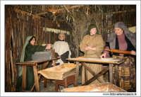 Agira. Natale 2005. Il presepe vivente ad Agira, organizzato dall'Associaizone AMICI DEL PRESEPE. La bottega del panettiere.  - Agira (1704 clic)