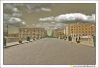Siracusa - Ortigia - Lungomare: Il ponte che collega la città con il centro storico di Ortigia.  - Siracusa (2515 clic)