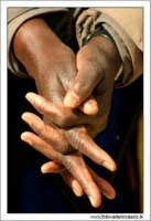Agrigento. Mani di Donna Commerciante ambulante di colore. 2  - Agrigento (4888 clic)