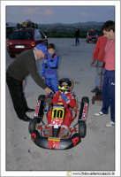 Caltanissetta, Kartodromo in c/da Misteci. Preparativi per una gara di Go-Kart.Un piccolo pilota, è assistito dal suo nonno prima della gara.  - Caltanissetta (3226 clic)